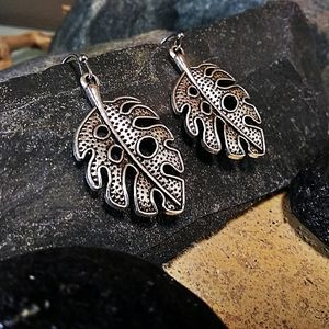 🐞2/$20 Feather Boho Style Silver Tone Earrings